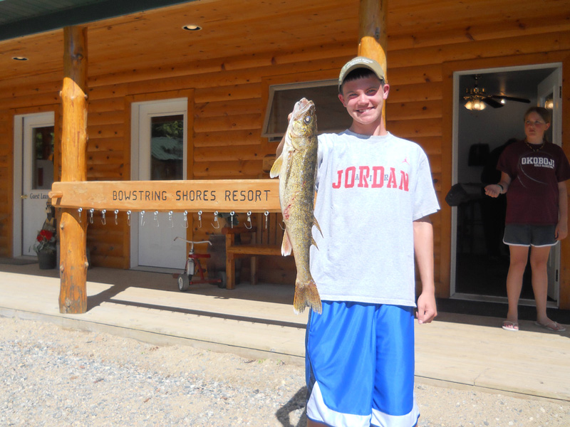 MNFishingPros.com guide Jason Boser with walleye fisherman on Bowstring Lake, Deer River, MN